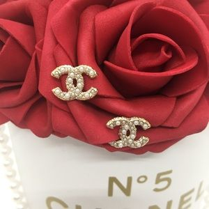 CHANEL {Golden Pearly Mini Studs}